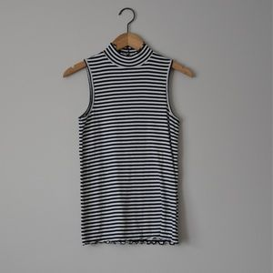 GAP Black and White Striped Feather Tee M